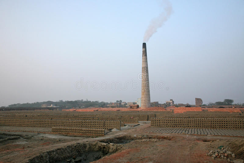 Campo de tijolo em Sarberia, Bengal ocidental, Índia fotografia de stock royalty free