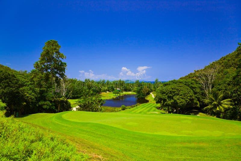 Campo del golf en la isla Praslin, Seychelles foto de archivo libre de regalías