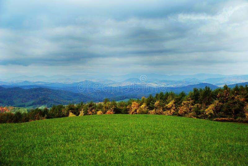 Campo della campagna in autunno fotografie stock libere da diritti