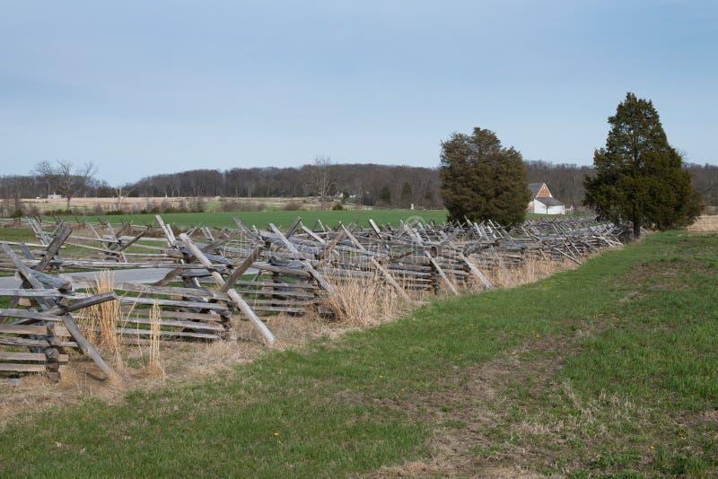 Campo di battaglia di Gettysburg con il recinto della Spaccatura-ferrovia fotografie stock libere da diritti