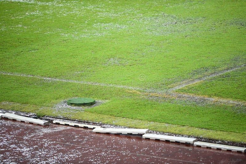 Campo di football americano sommerso immagini stock libere da diritti