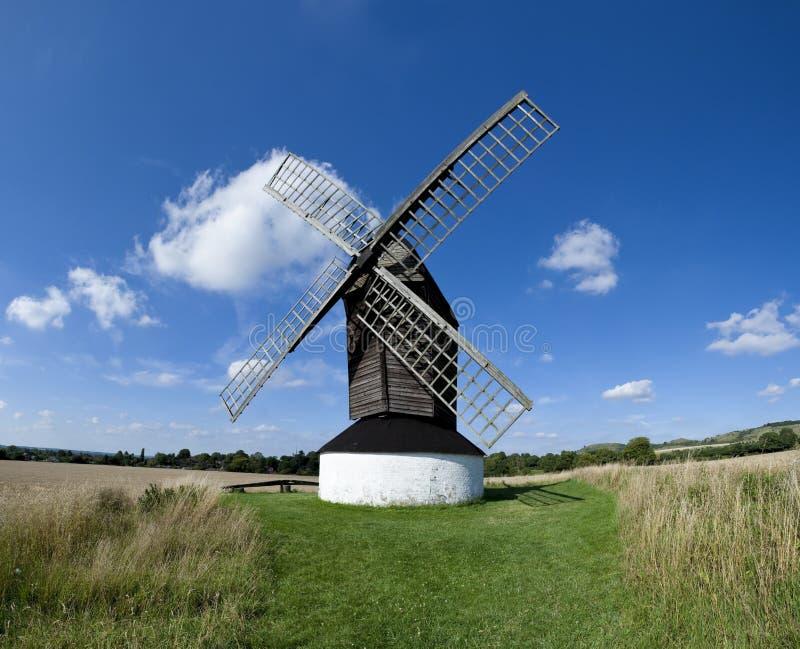 Campo do inglês do moinho de vento de Pitstone fotografia de stock royalty free