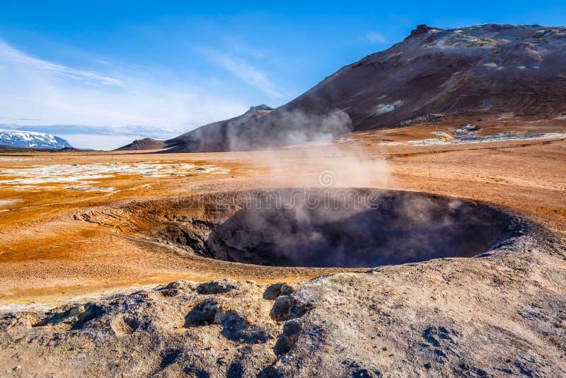 Campo geotérmico de Hverir, tierra única con las piscinas del boili fotos de archivo