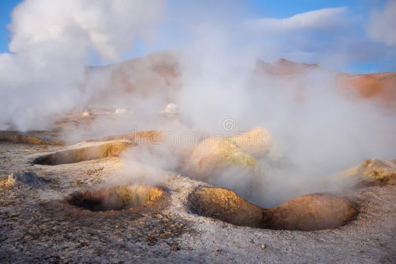 Campo geotérmico del solenoide de manana en el reserva de Lipez del sud, Bolivia foto de archivo