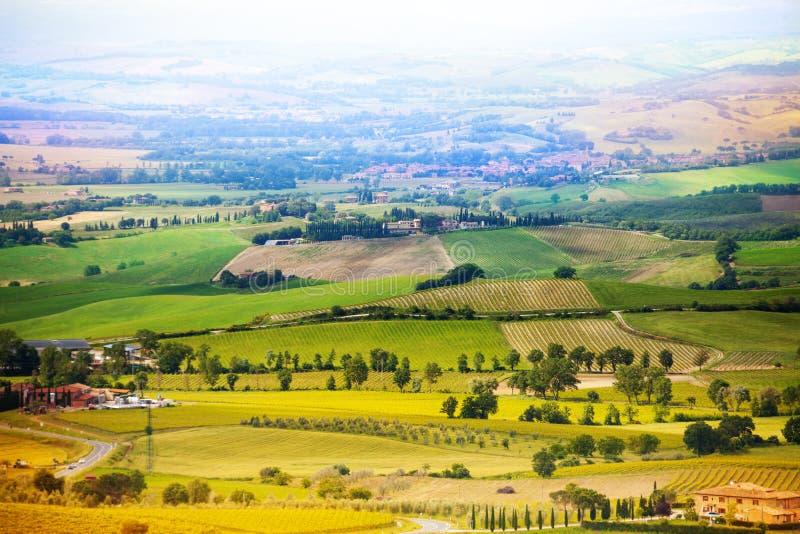 Campo hermoso en el paisaje de Toscana, Italia fotos de archivo libres de regalías