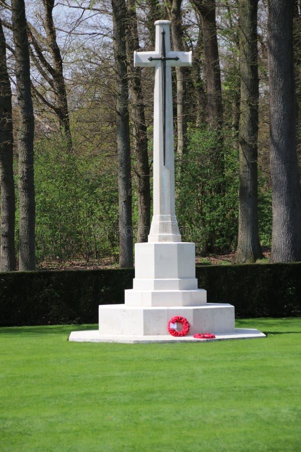 Campo militar da honra Grebbeberg onde as soldas holandesas caídas no primeiro dia da guerra mundial 2 são enterradas foto de stock royalty free