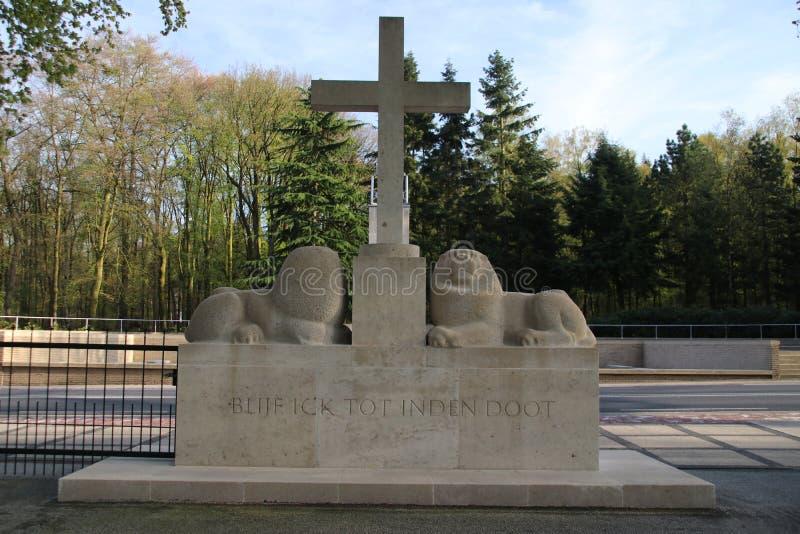 Campo militar da honra Grebbeberg onde as soldas holandesas caídas no primeiro dia da guerra mundial 2 são enterradas foto de stock