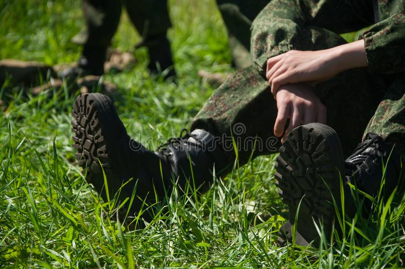Campo militar Soldado que se relaja fotografía de archivo libre de regalías
