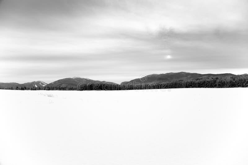Campo nevado foto de archivo libre de regalías