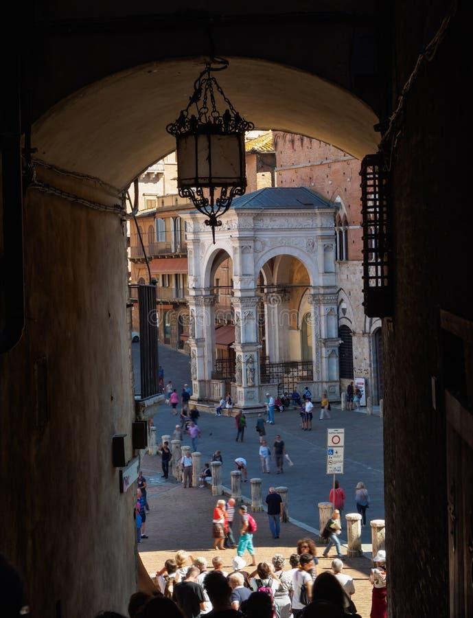 Campo Obciosuje piazza Del Campo, Palazzo Pubblico i Mangia Basztowy Torre Del Mangia w Siena, obrazy royalty free