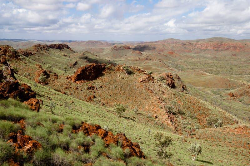 Campo para a exploração do minério de ferro - Pilbara - Austrália foto de stock