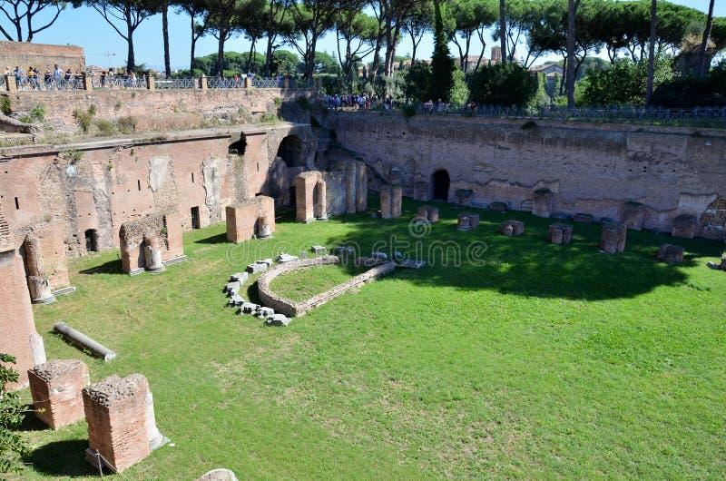 Campo para los juegos en el foro romano foto de archivo