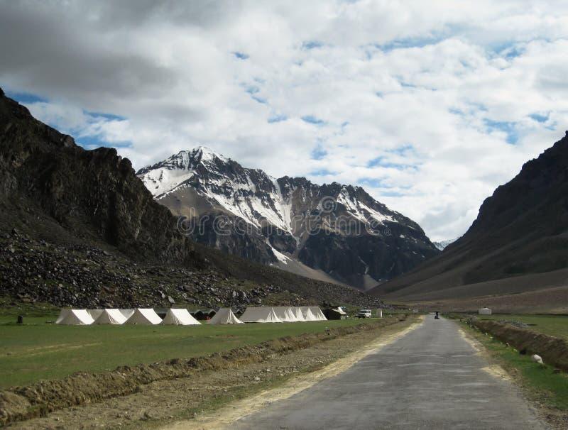 Campo turístico solitario de la tienda, Ladakh la India fotografía de archivo libre de regalías