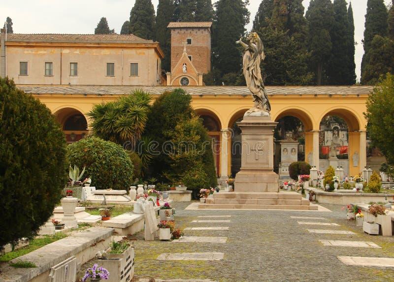 campo verano begraafplaats in rome stock foto afbeelding bestaande uit beeld begraafplaats. Black Bedroom Furniture Sets. Home Design Ideas
