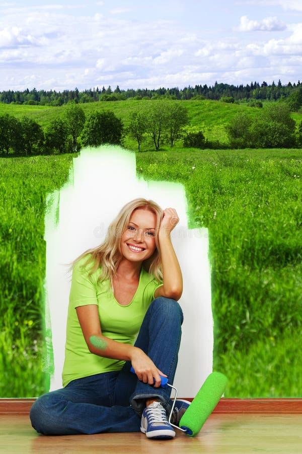 Campo verde na parede imagens de stock