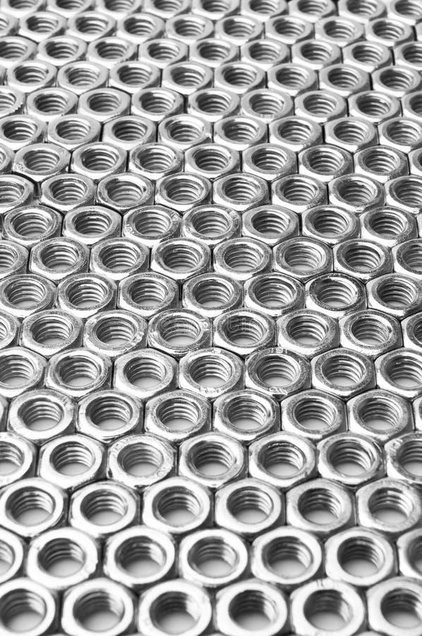 Campo vertical dispuesto en filas de tuercas fotografía de archivo