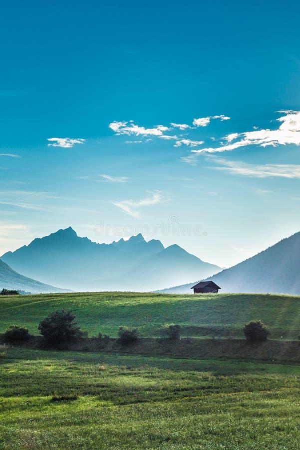 Campos de Fietch em Sonnenplateau, Áustria imagem de stock royalty free