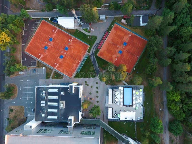 Campos de tenis de la visi?n a?rea Concepto de reconstrucción y de ocio al aire libre Centro tur?stico de lujo imagen de archivo libre de regalías