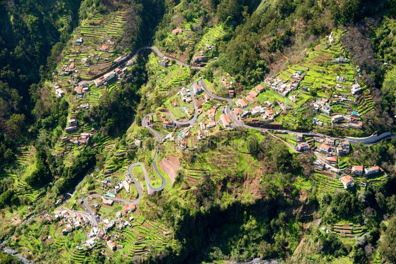 Campos del pueblo de Curral das Freiras en las monjas valle, Madeira, Portugal fotos de archivo