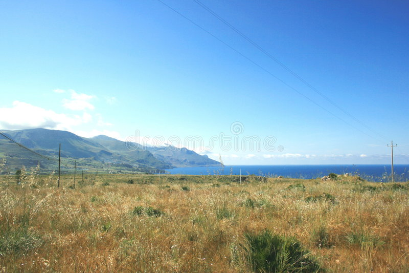 Campos, montajes y costa. Sicilia imagen de archivo