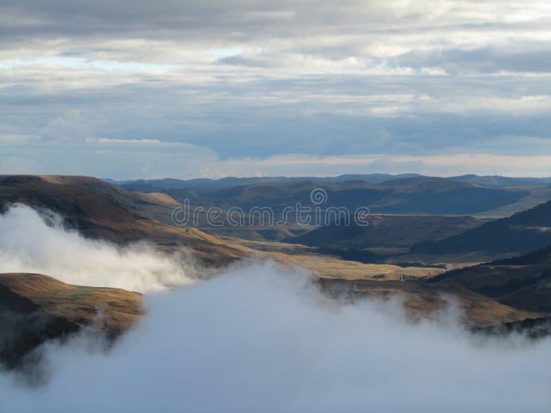 Campos y nubes imagen de archivo
