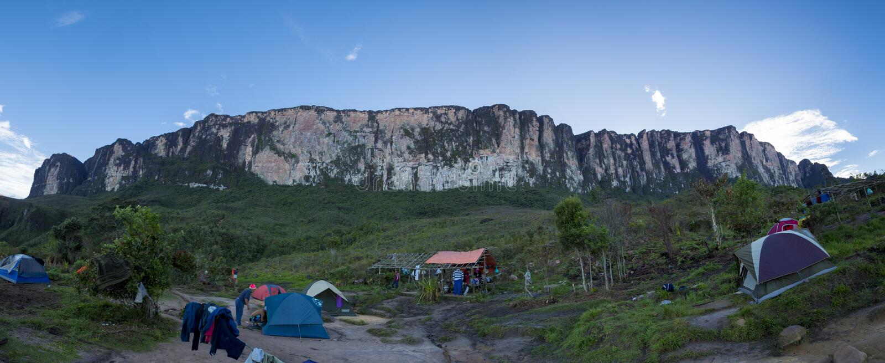 Campsite na sposobie Roraima tepui, Gran Sabana, Wenezuela obraz royalty free