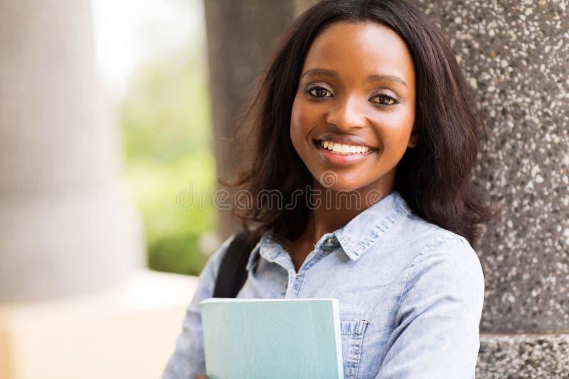 Campus d'étudiant universitaire image stock