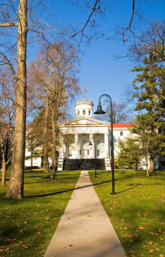 Campus d'université dans l'automne - 2 image stock