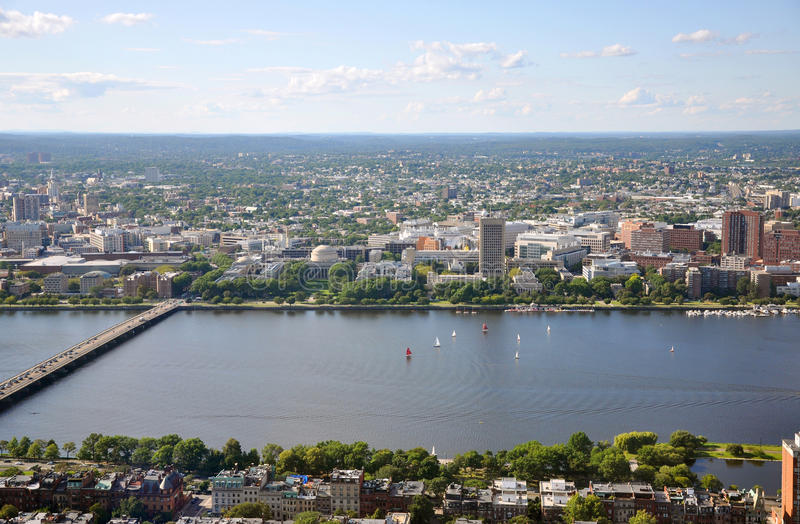 Campus del MIT en la batería de río de Charles, Boston imagen de archivo