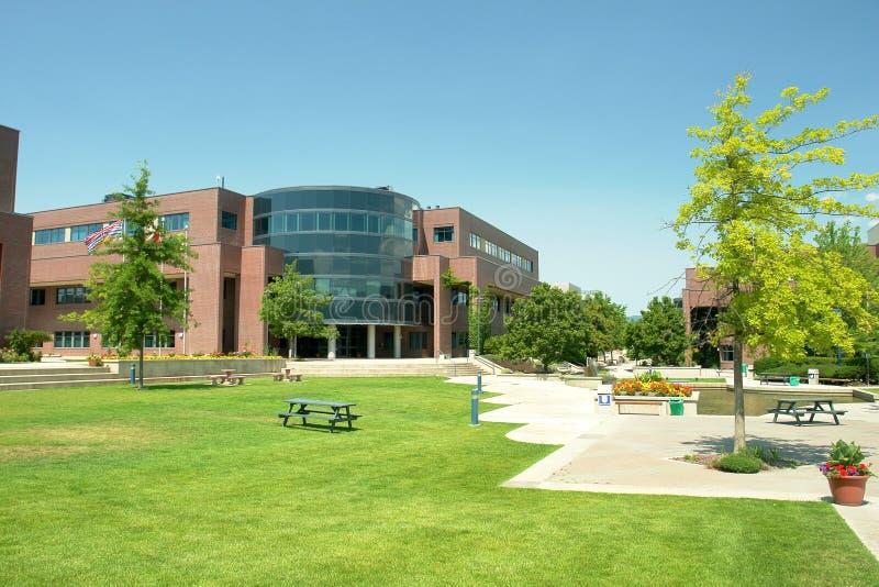 Campus universitário novo foto de stock royalty free