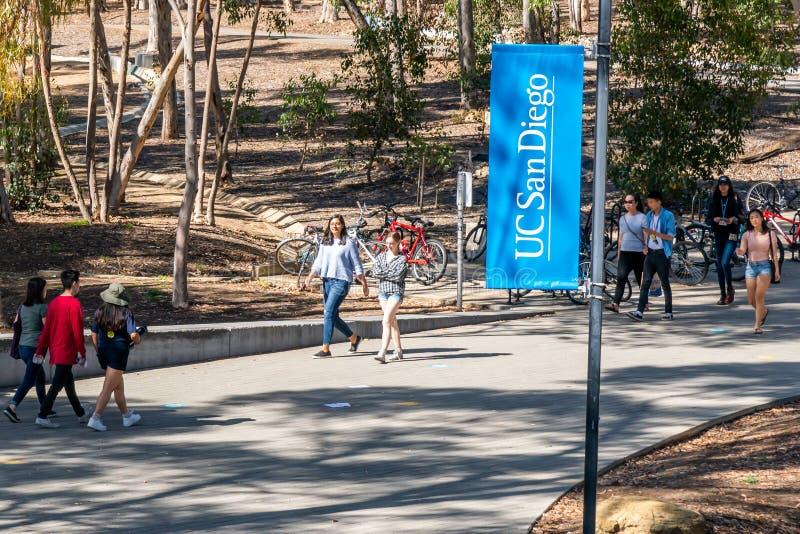Campus Walkway vid University of California, San Diego arkivbilder