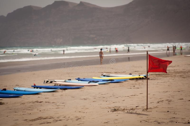 Canário de Lanzarote da praia de Famara fotos de stock royalty free