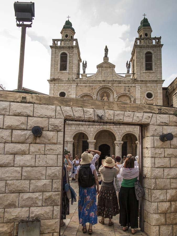 Cana, Izrael, 8 2015 Lipiec: Kościół Jezus «pierwszy cud Pary przychodzić odnawiać ich ślubnych ślubowania od po na całym świecie fotografia royalty free