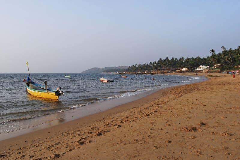 CANACONA plaża, GOA, INDIA, Grudzień 2008, turysta przy Palolem plażą obrazy stock