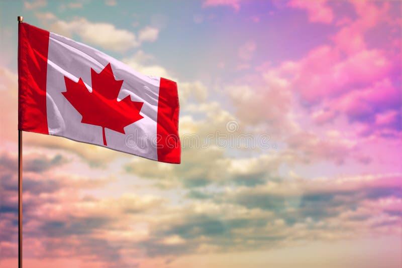 Canadá que agita señala la maqueta por medio de una bandera con el espacio para su contenido en fondo colorido del cielo nublado stock de ilustración