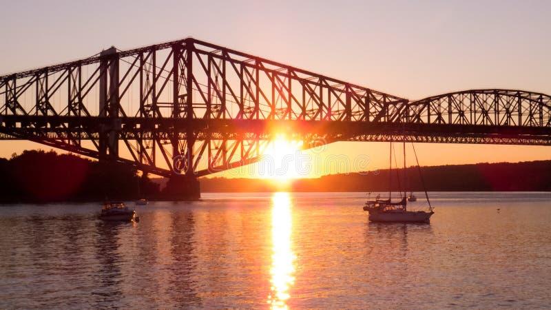 Canada - coucher du soleil lumineux vu d'une petite marina photographie stock libre de droits