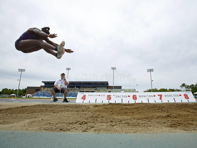 Canada de ciel d'athlète de femme de long saut photos stock