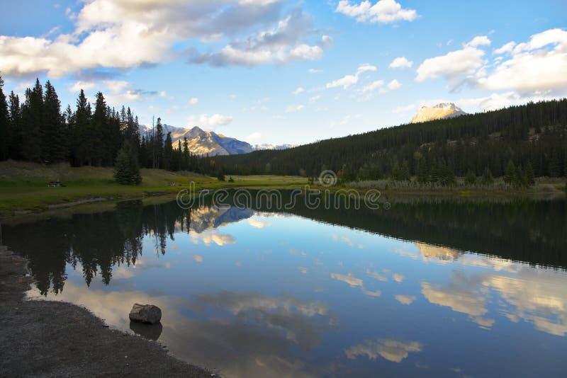 canada kaskadowy jezior wschód słońca obrazy royalty free
