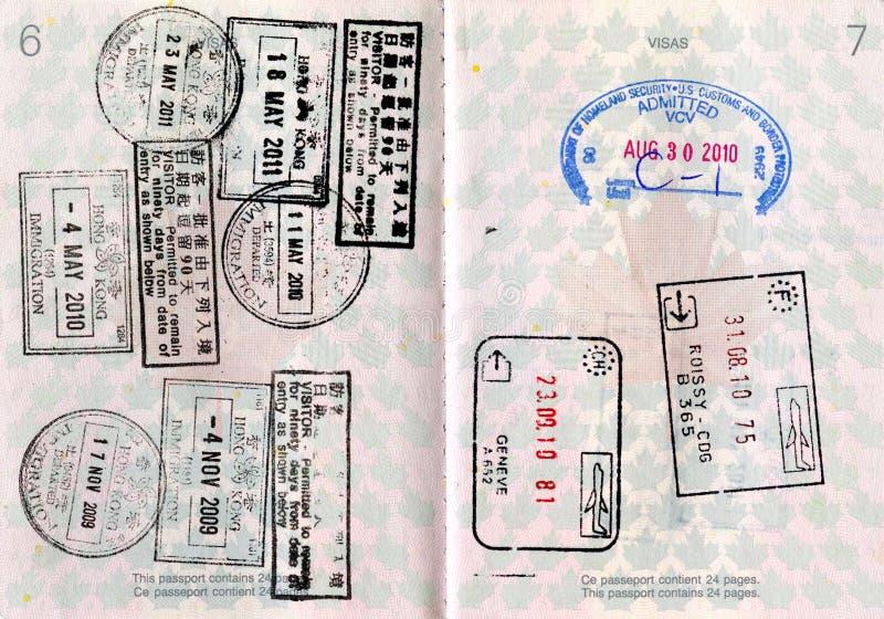 Canadees Paspoort met Zegels stock afbeeldingen