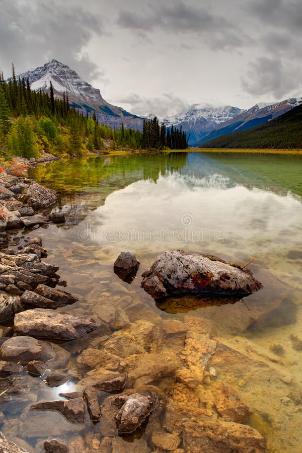 Canadense Rocky Mountains na queda, Jasper National Park fotos de stock