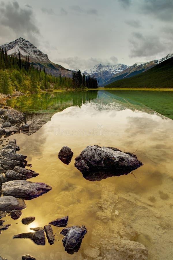 Canadense Rocky Mountains na queda, Jasper National Park imagens de stock