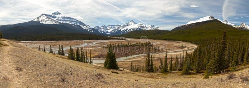 Canadese panoramico Montagne Rocciose del parco nazionale di Banff del pascolo della prateria del paesaggio degli appartamenti de immagine stock libera da diritti