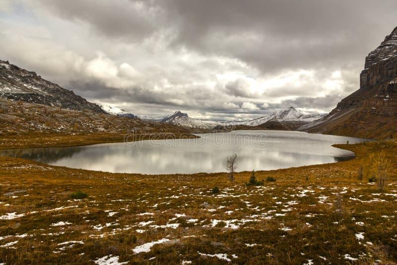 Canadien les Rocheuses de parc national de Banff de lac redoubt photographie stock