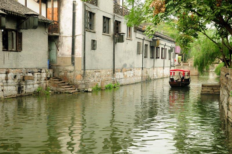 Canais da água da cidade de Fengjing imagens de stock