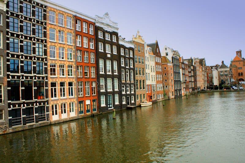 Canais da água em Amsterdão, Países Baixos imagem de stock royalty free