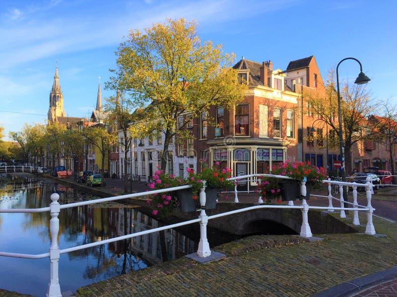 Canais da água ou ruas da louça de Delft, Holanda sul fotografia de stock royalty free