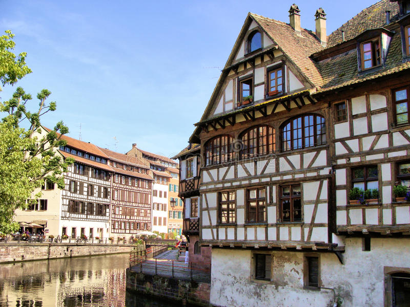 Download Canais de Strasbourg foto de stock. Imagem de outdoor - 29564942