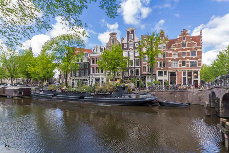 Canais do capital de Amsterdão dos Países Baixos foto de stock royalty free