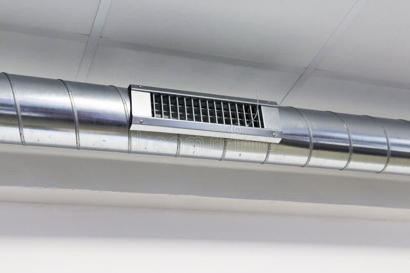 Canais do respiradouro e de ar para o sistema de condicionamento de ar foto de stock