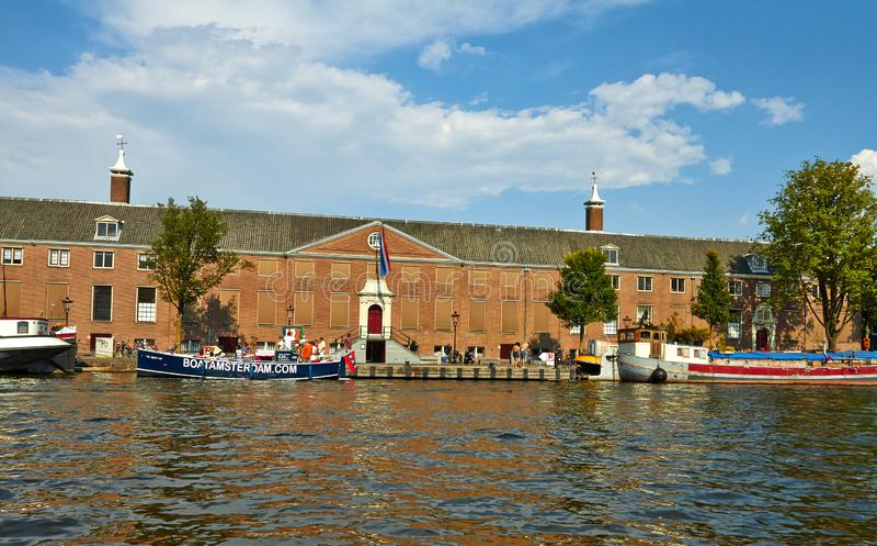 Canais e barcos de Amsterd?o fotografia de stock